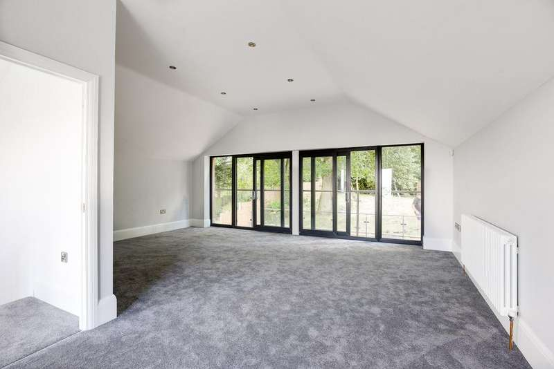 5 Bedrooms House for sale in Hillview Road , Rayleigh , Essex