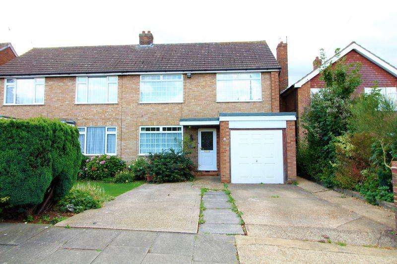 4 Bedrooms Semi Detached House for sale in Large Family Home Close to Leagrave Station off Oakley Road