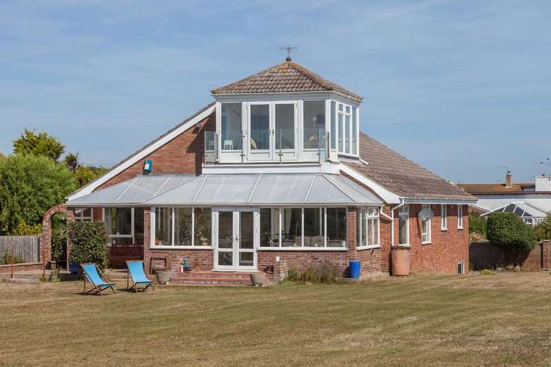 3 Bedrooms Detached Bungalow for sale in Links Road, Gorleston