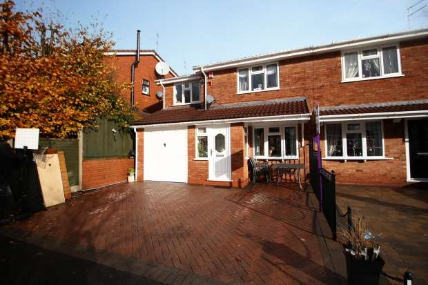 4 Bedrooms Semi Detached House for sale in Belvoir Close, Dudley, West Midlands, DY1 2TN