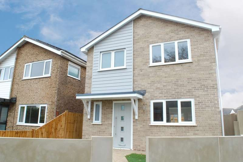 3 Bedrooms Detached House for sale in East Howe Lane, Bournemouth BH10