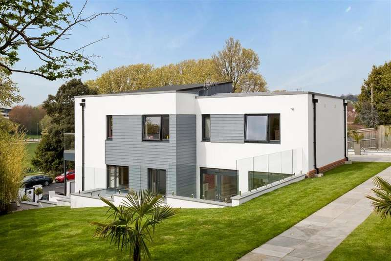 5 Bedrooms Detached House for sale in Goldstone Crescent, Hove