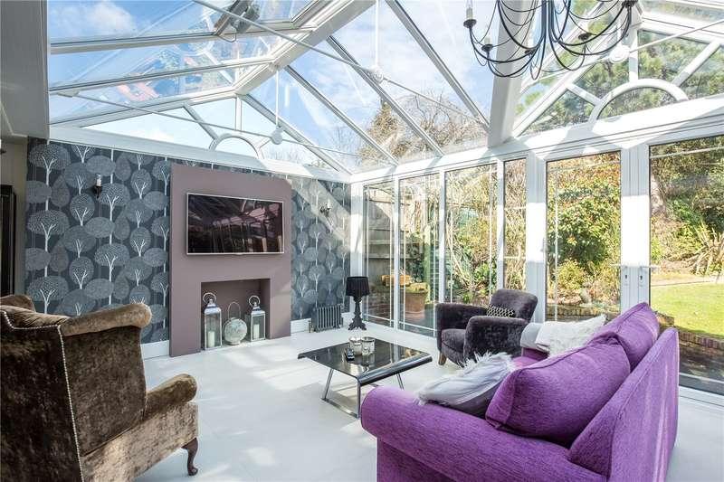 5 Bedrooms Detached House for sale in Vera Avenue, Grange Park, London, N21