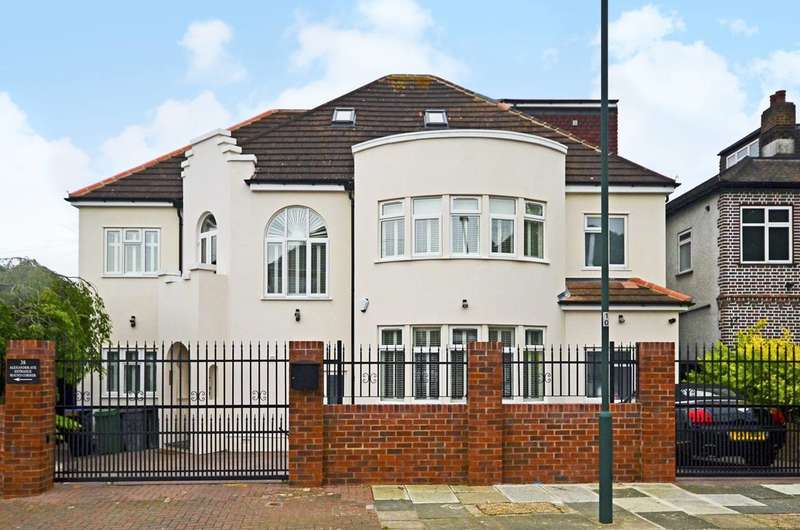 5 Bedrooms Detached House for sale in Alexander Avenue, Willesden Green, NW10