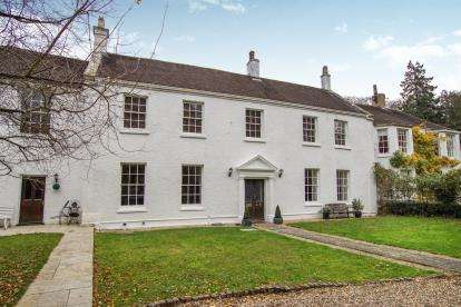 4 Bedrooms Terraced House for sale in Ferney, Dursley, Gloucestershire