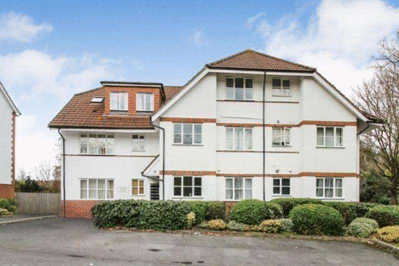 2 Bedrooms Apartment Flat for sale in Two Rivers Way, Newbury