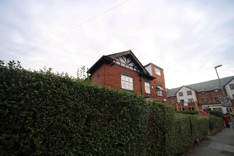 8 Bedrooms End Of Terrace House for rent in Estcourt Terrace, Headingley, Leeds
