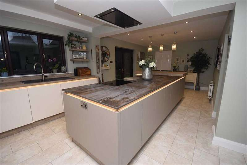 5 Bedrooms Detached House for sale in Higher Standroyd, Colne, Lancashire