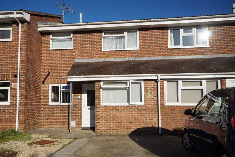 3 Bedrooms Terraced House for sale in Elm Close, Bordon, GU35