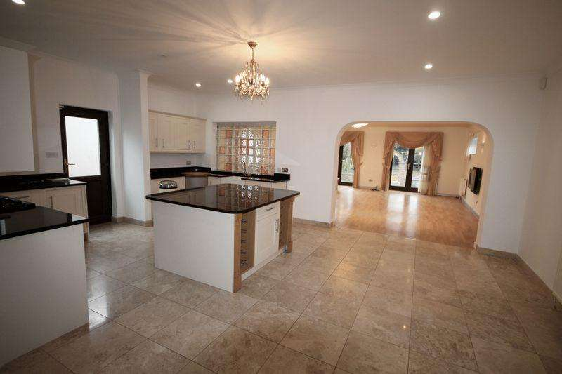 5 Bedrooms Detached House for sale in Southleigh Road, Emsworth