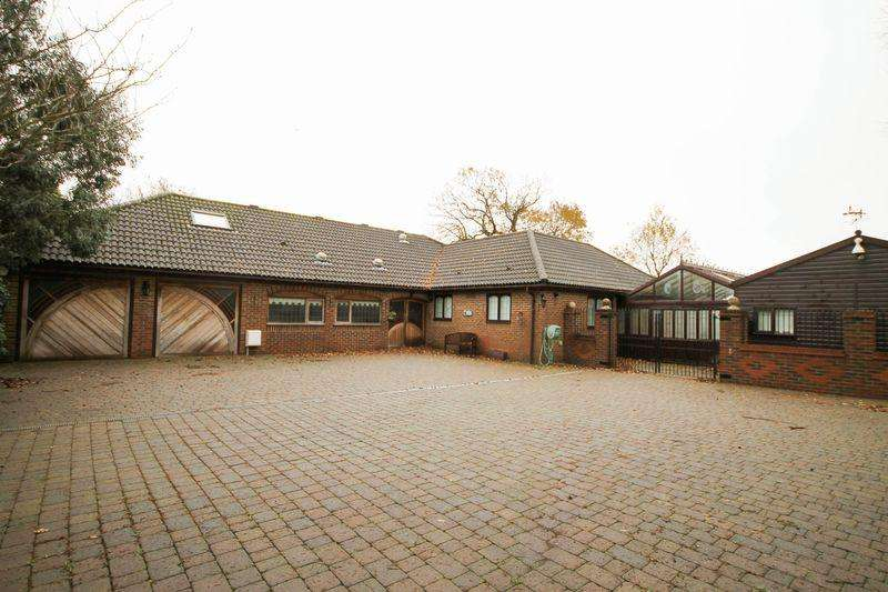 4 Bedrooms Detached Bungalow for sale in Horndean Road, Emsworth