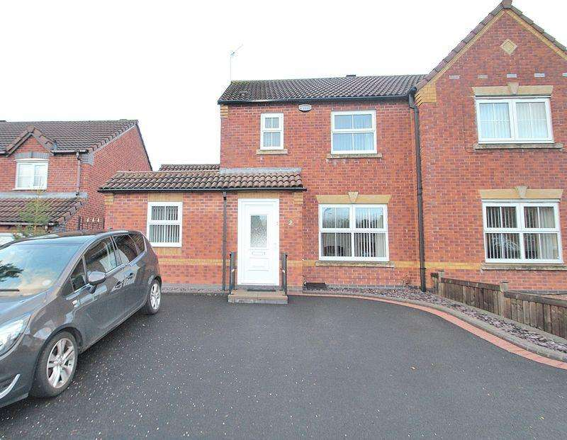 4 Bedrooms Semi Detached House for sale in Northwood Way, Clockfields DY5 3FR