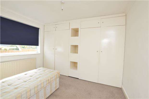 2 Bedrooms Maisonette Flat for sale in Chalfont Court, Colindeep Lane, COLINDALE, NW9 6DY