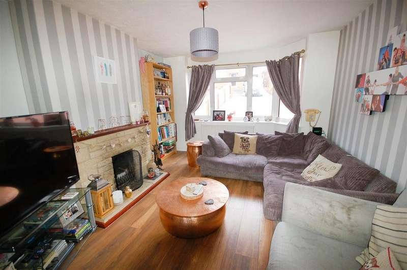 4 Bedrooms Semi Detached House for sale in Valley View, Tilsdown, Dursley