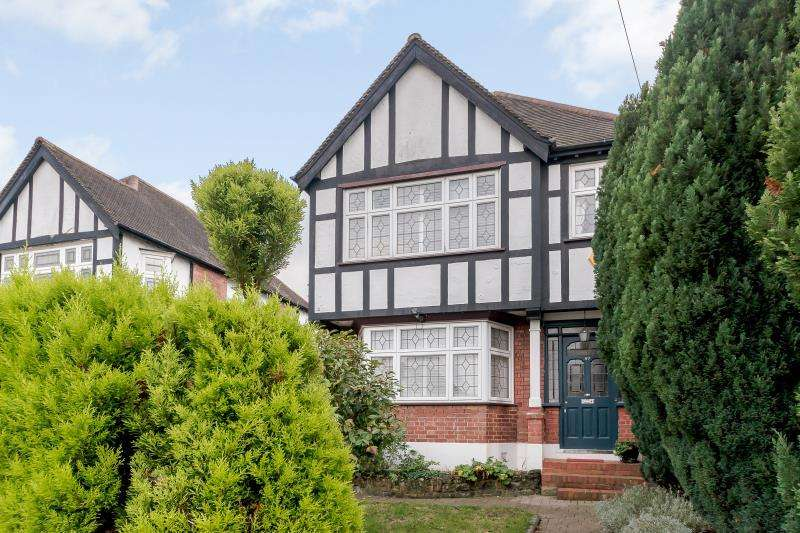 4 Bedrooms Detached House for sale in Paxford Road, Wembley, Middlesex