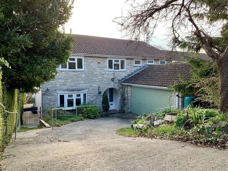 5 Bedrooms Detached House for sale in Substantial House With Double Garage, Preston