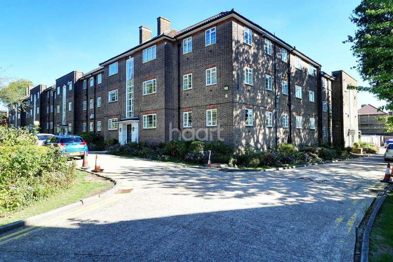3 Bedrooms Flat for sale in Malford Court, South Woodford, E18
