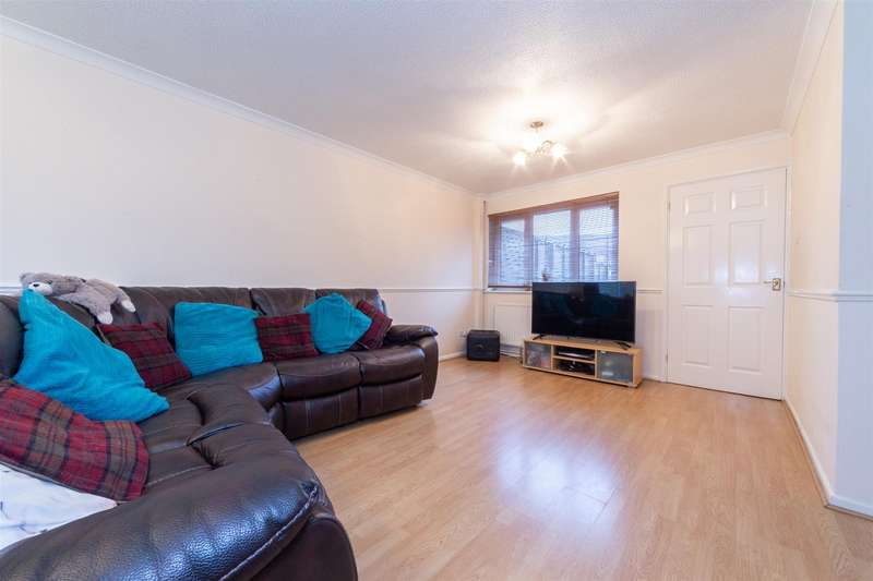 3 Bedrooms Terraced House for sale in Brookfield Avenue, Houghton Regis, Bedfordshire