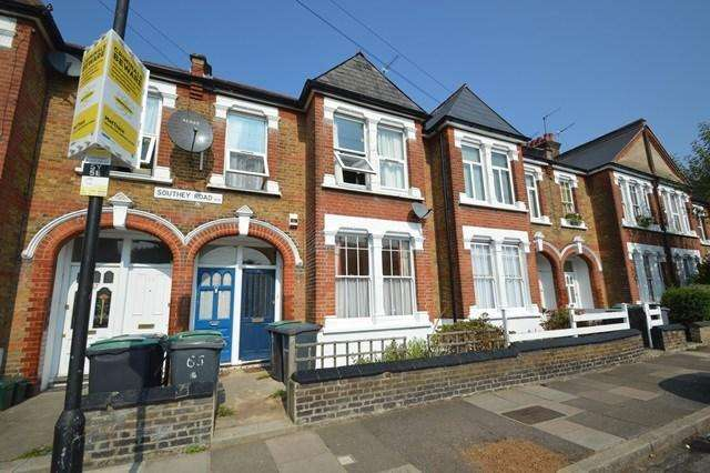 2 Bedrooms Ground Flat for sale in Southey Road, London, N15