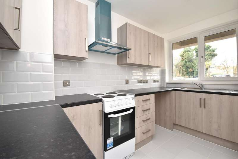 2 Bedrooms Flat for sale in Andrew Court Church Rise