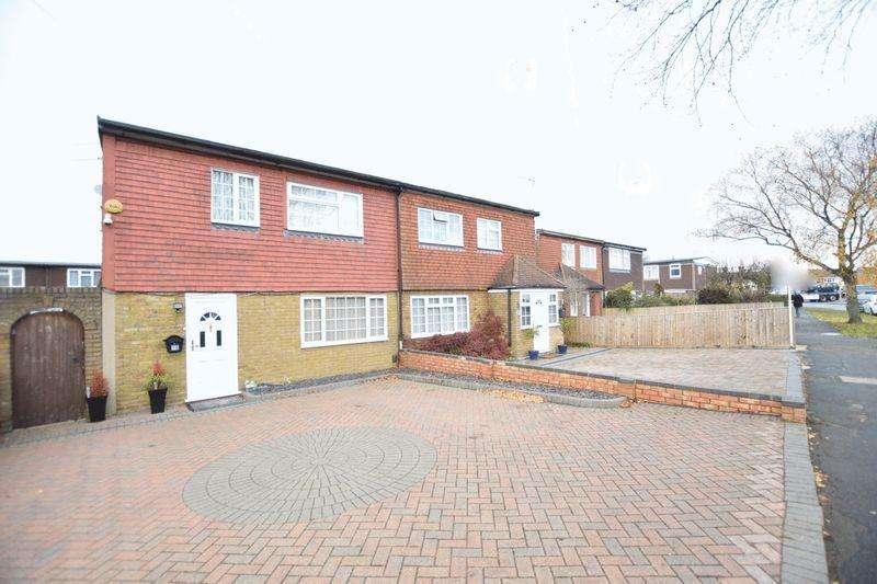 3 Bedrooms Semi Detached House for sale in Dunsham Lane, Aylesbury