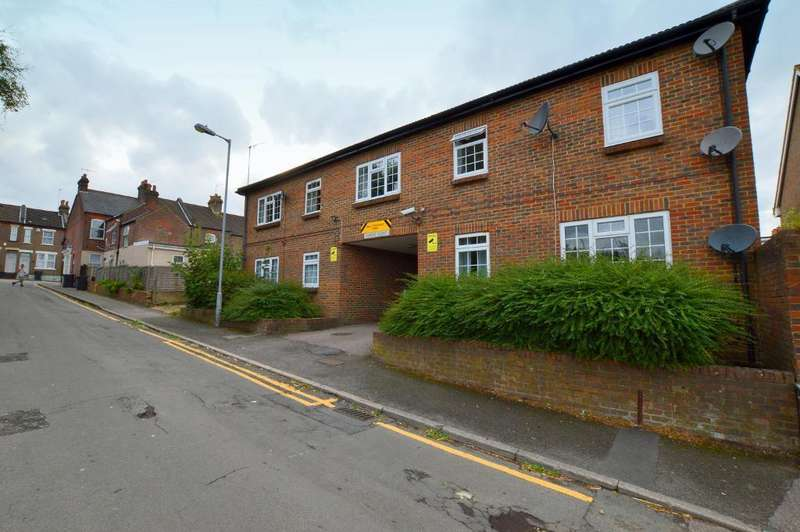 1 Bedroom Apartment Flat for sale in Carole Court, Chase St, South Luton, Luton, LU1 3QZ