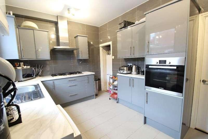 2 Bedrooms Terraced House for sale in Huxley Street, Clarkesfield, Oldham, OL4 5JX