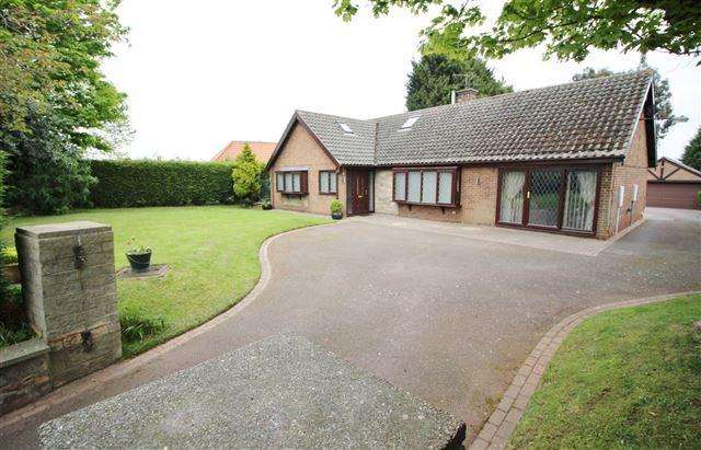 4 Bedrooms Detached House for sale in Kiveton Lane, Todwick, Sheffield, S26 1HL