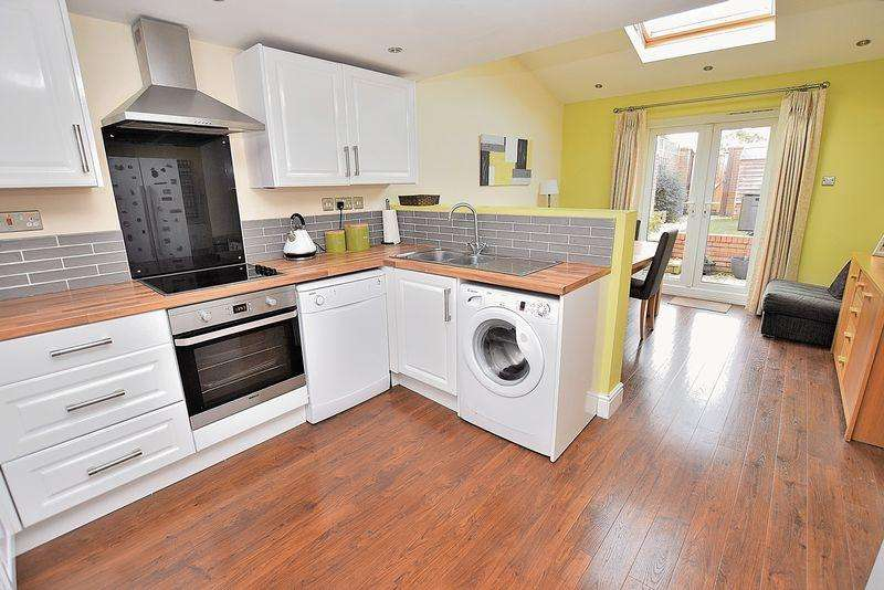 2 Bedrooms Semi Detached House for sale in George Street, Central Dunstable
