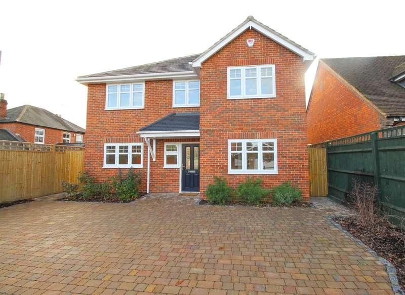 4 Bedrooms Detached House for sale in Woodlands Road, Sonning Common, RG4