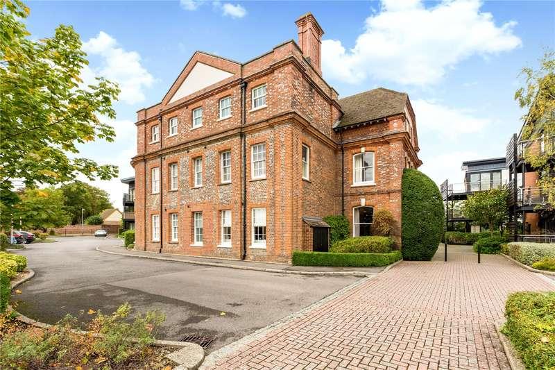 2 Bedrooms Apartment Flat for sale in Maplespeen Court, Newbury, Berkshire, RG14