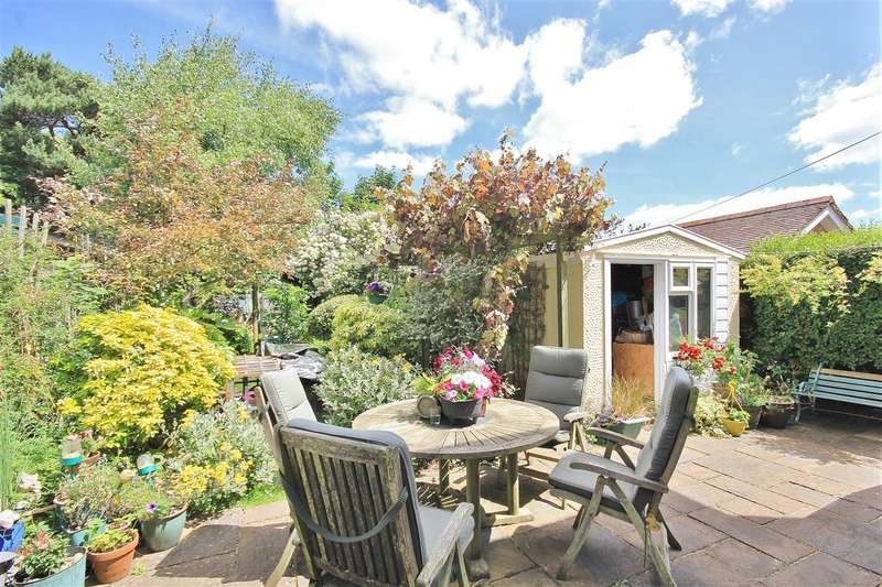 4 Bedrooms Detached House for sale in Cornelia Crescent, Branksome, Poole