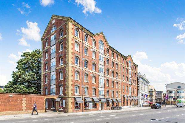 3 Bedrooms Apartment Flat for sale in Town Quay, Porters House, Southampton