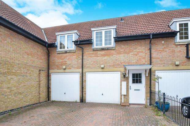 2 Bedrooms Apartment Flat for sale in Finn Close, Bourne