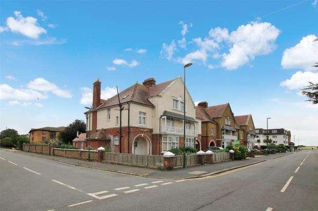 5 Bedrooms Parking Garage / Parking for sale in Beach Road, Littlehampton