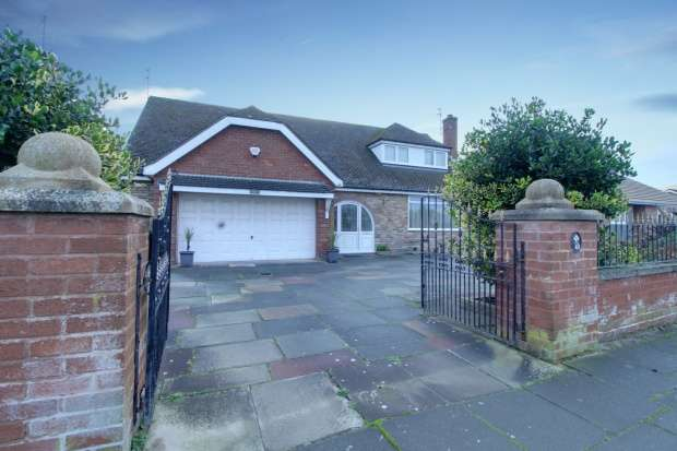 4 Bedrooms Detached House for sale in Fleetwood Road, Southport, Merseyside, PR9 0JZ