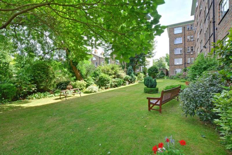 3 Bedrooms Flat for sale in The Lawns, Lee Terrace, Blackheath, London, SE3