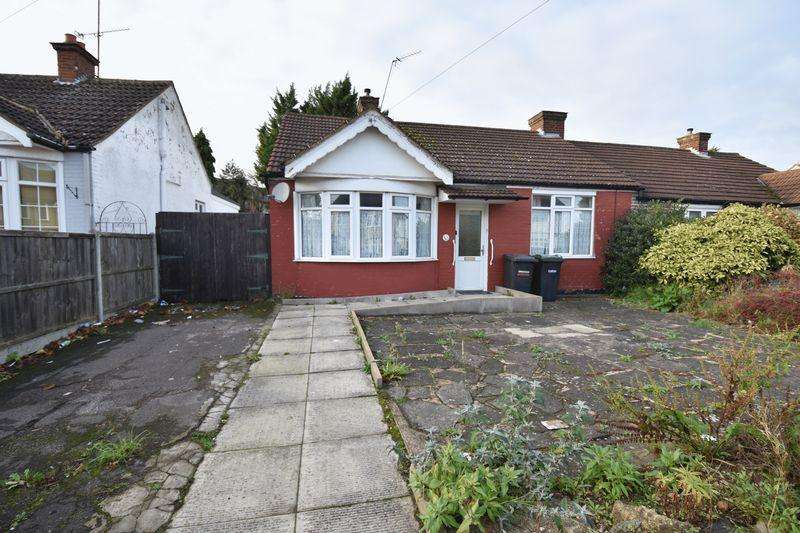 2 Bedrooms Bungalow for sale in Bishopscote Road, Luton