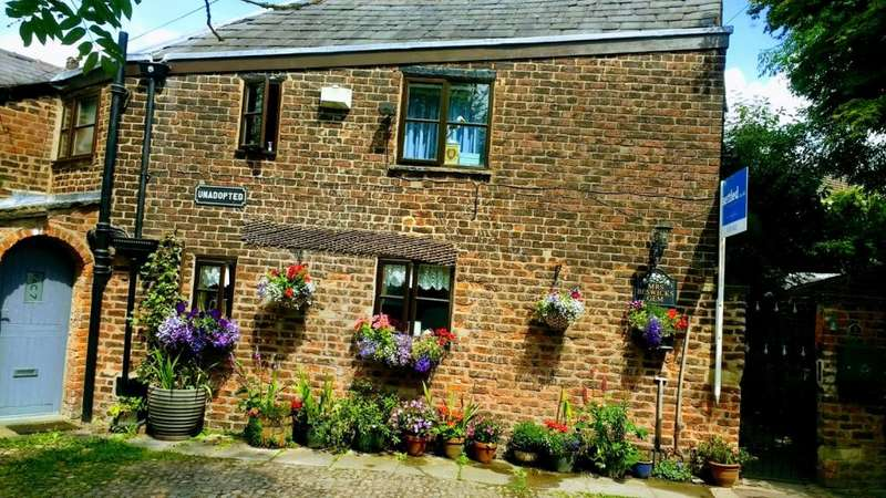 3 Bedrooms Semi Detached House for sale in Offerton Fold, Stockport, Cheshire SK2 5QA