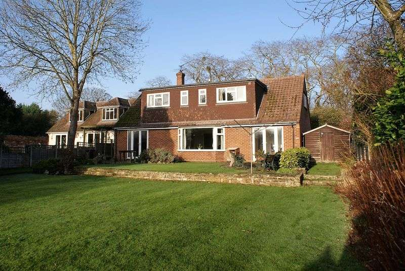 5 Bedrooms Property for sale in Waltham Road, White Waltham