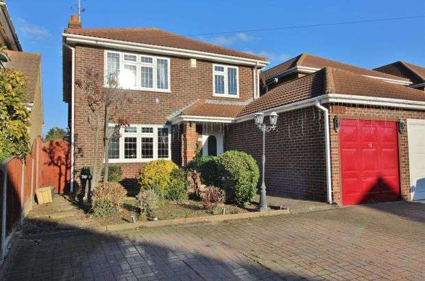 4 Bedrooms Detached House for sale in Steli Avenue, Canvey Island