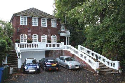5 Bedrooms Detached House for sale in Manor Road, Bramhall, Stockport, Cheshire