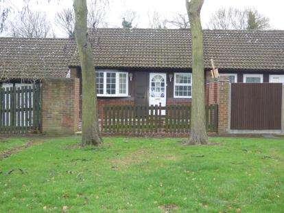 3 Bedrooms Bungalow for sale in Hills Close, Great Linford, Milton Keynes, Bucks