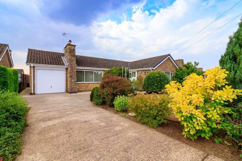 2 Bedrooms Bungalow for sale in Ridgeview Road, Bracebridge Heath, Lincolnshire, LN4