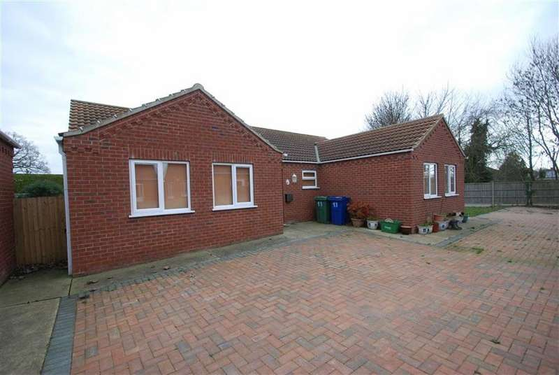 4 Bedrooms Detached Bungalow for sale in Mel Marshall Way, Wrangle, Boston