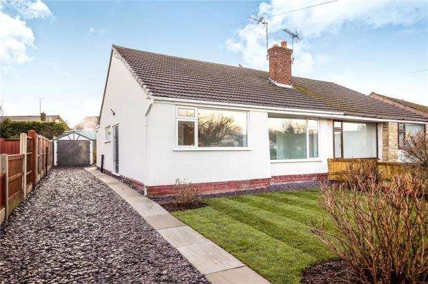 2 Bedrooms Semi Detached Bungalow for sale in Barkhill Road, Vicars Cross, Chester