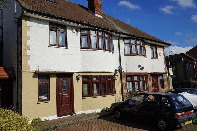 3 Bedrooms Property for sale in Middleton Gardens, Gants Hill, Ilford