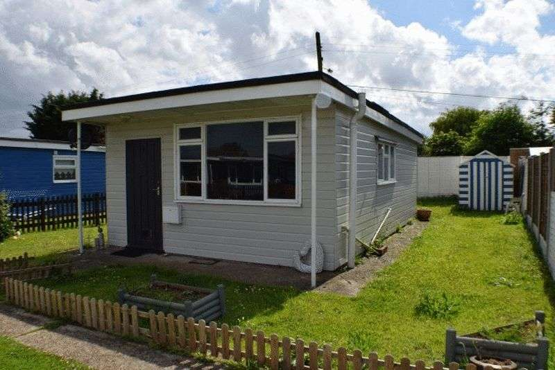 2 Bedrooms Property for sale in Low Road, Harwich