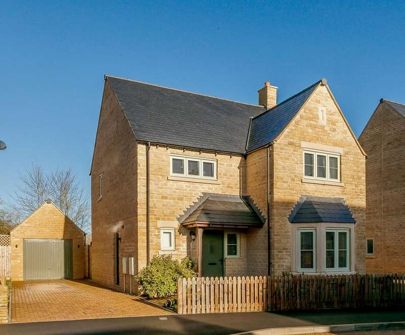 4 Bedrooms Detached House for sale in Old Railway Close, Lechlade, Gloucestershire, GL7