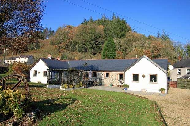 3 Bedrooms Detached House for sale in Pandy, Meidrim,, Carmarthen, Carmarthenshire